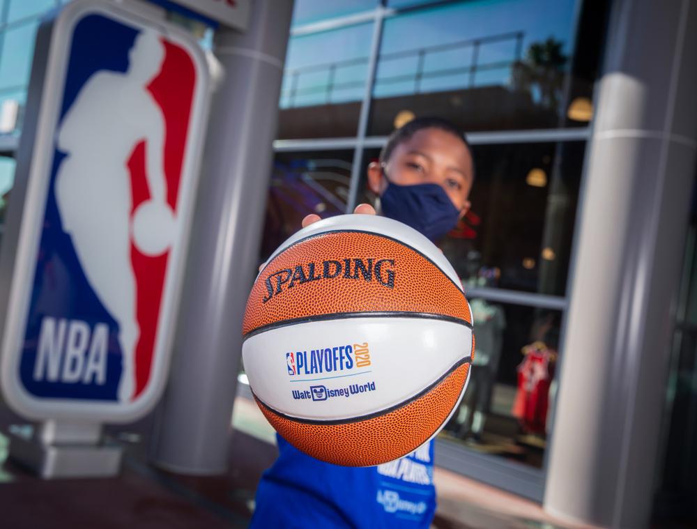 NBA Experience Make History Collection - mini Spalding basketball.