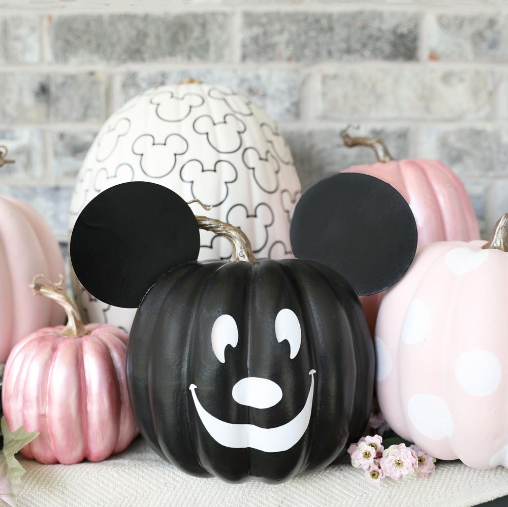 #DisneyHalloMoments: Influencers at Home Create Disney Inspired Halloween DIY Crafts