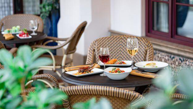 Reservations for Carthay Circle Lounge – Alfresco Dining on Buena Vista Street at Disneyland Resort